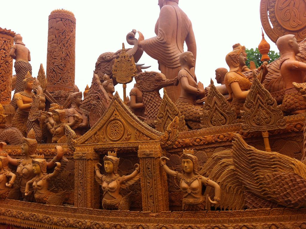 Le festival des bougies à Ubon Ratchathani