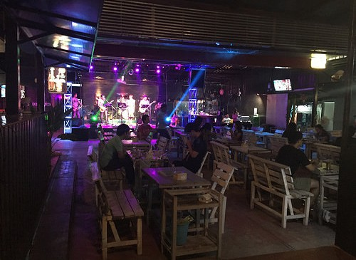 Go Dung – Bar in Surin